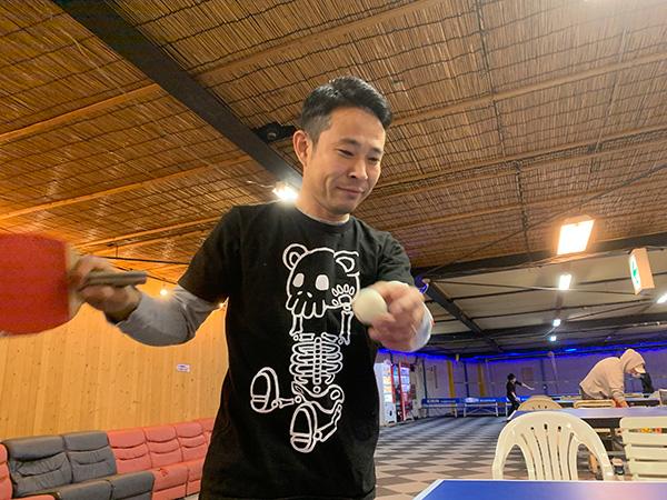 部活動で卓球をしている写真